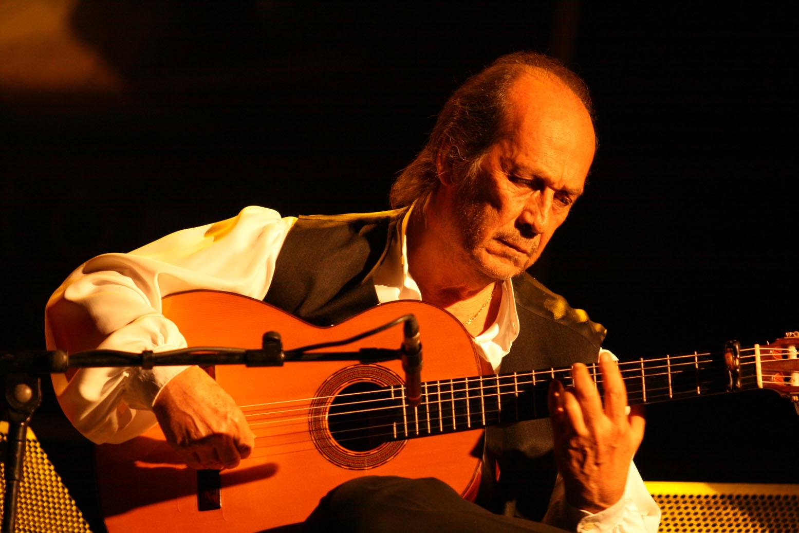 世界吉他手 世界吉他手 【弗拉门戈吉他之王 Paco de Lucia - Adagio】Paco de Lucia 是世界上最优秀的Flamenco吉他演奏家之 一,他代表着弗拉门戈音乐的最高水平。7岁就能弹弗拉门戈吉他,是极具天赋的吉他大师。