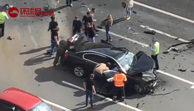 据英国《每日邮报》,俄罗斯首都莫斯科市中心6日发生一起交通事故,普京专车与一奔驰车发生对撞,司机当场死亡。报道称,事发时普京不在车上,司机为普京特别喜爱的司机,有40年驾龄。此消息未得到俄官方证实,也无俄罗斯媒体报道此事。