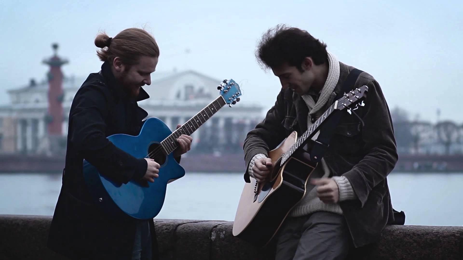 美丽的音乐风景 美丽的音乐风景 【芬兰街头布鲁斯】耳朵恋爱了,蓝色的吉他,蓝色的布鲁斯,太好听的滑棒,这哪是旋律,分明是流淌的血液,美的就如同走出木屋的红围巾美女似的[哈哈],感觉金属滑起来确有一种独特的魅力。