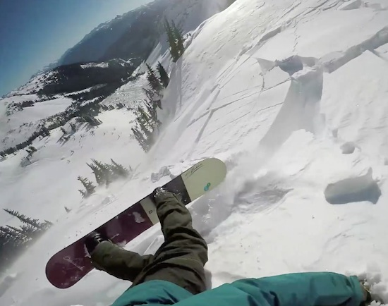 爷爱怀旧 男子在加拿大滑雪遭遇雪崩 多亏佩戴安全气