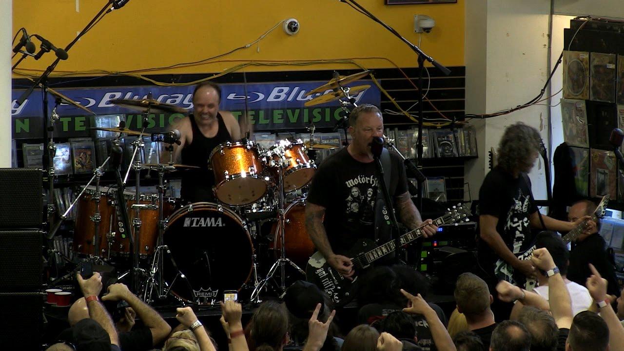 摇滚演唱会 摇滚演唱会 【Metallica - 风驰电掣 Ride the Lightning (2016)】Metallica就靠着无穷无尽的创作能量、响彻云霄的凶猛吉他riff、强劲有力且撼动人心的鼓点,创作出他们更上一层楼的经典续作。