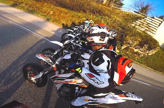 爷爱怀旧 YouTube每日视频精选 八名摩托骑士在奥地利阿尔卑斯山路玩起了无引擎空挡竞速 微博@爷爱怀旧 爷爱怀旧