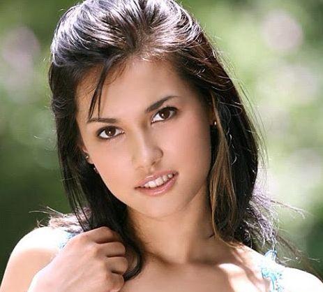 明星 艳星小泽玛利亚在马尼拉遭遇车祸 对方司机不怒反笑 微博@爷爱怀旧 明星