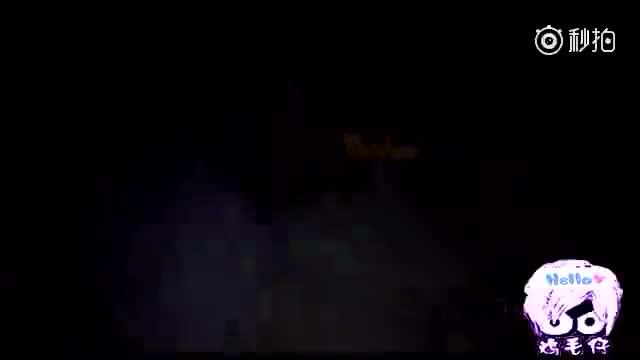 多名老外深夜去山头游玩,手机拍下这一段录像!
