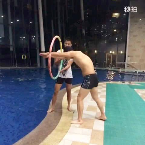 跳水钻呼啦圈就这样玩