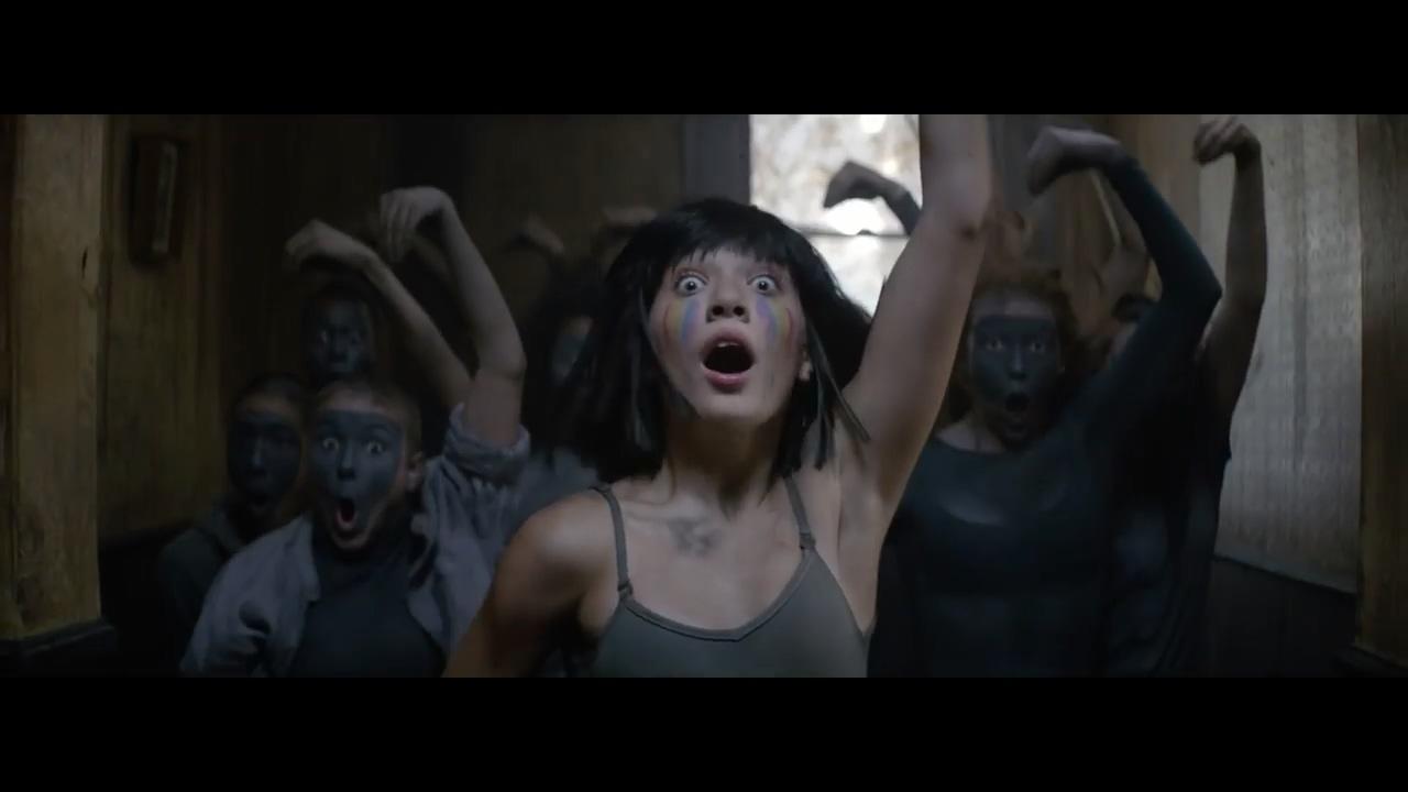 【猴姆独家】Amazing!Sia强势新单The Greatest超清mv大首播!依然是御用萝莉Maddie Ziegler热舞!而且这次是群舞!!超级棒的一首歌~~请夺冠!!