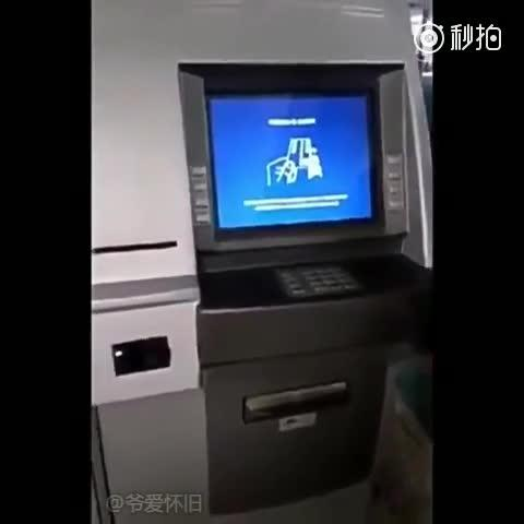 拍客 诈骗犯将银行卡复制手段提到了新的高度 微博@爷爱怀旧 爷爱怀旧
