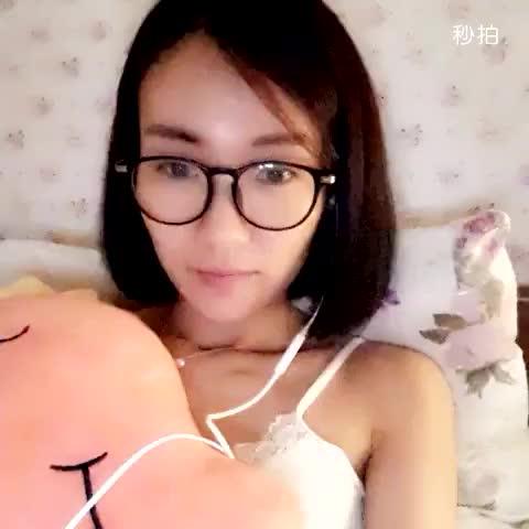 劉霏霏-M 明天是週末,想想都開心,我可以美美的睡個自然