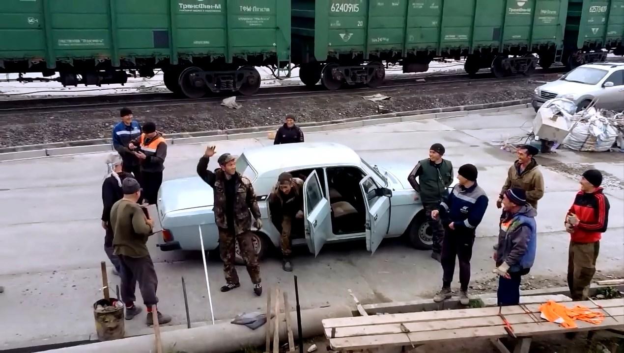 【搞笑】 爷爱怀旧 俄罗斯人是如何搭便车上班的 微博@爷爱怀旧 爷爱怀旧