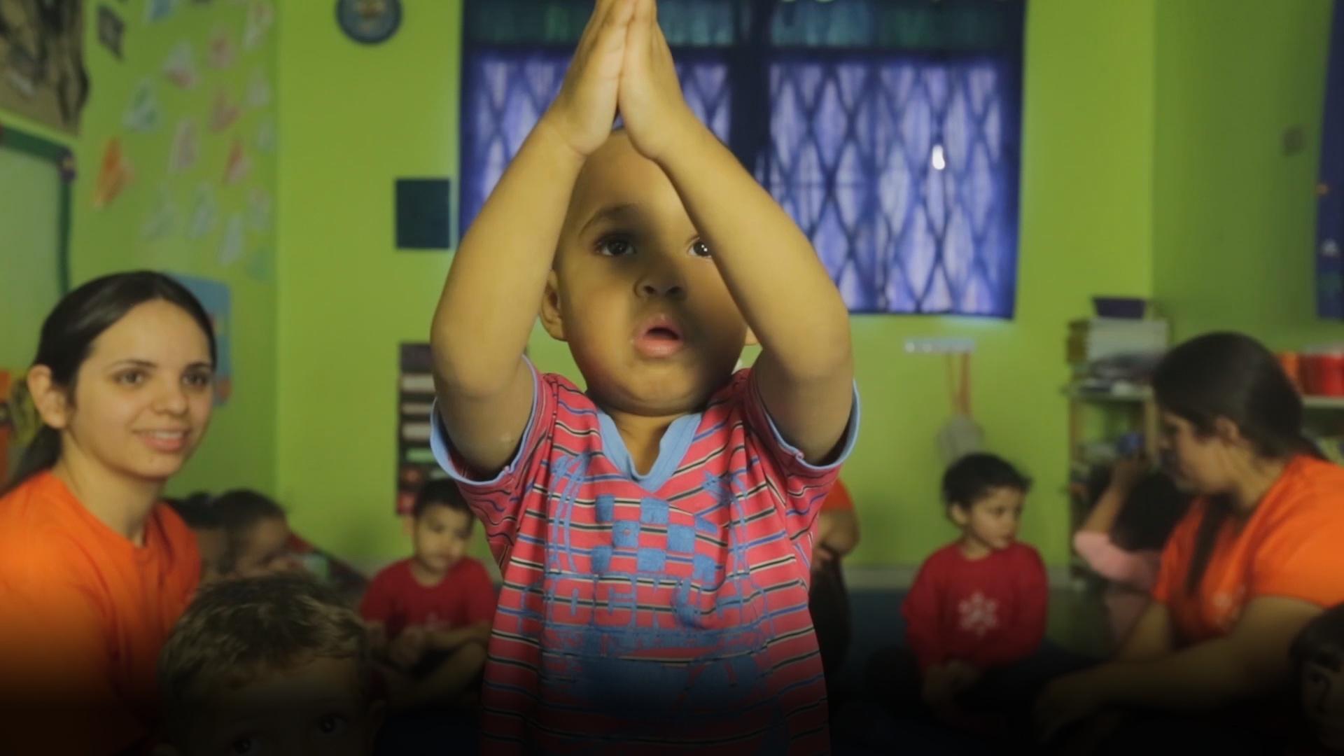 巴西 圣保罗 幼儿教育 育儿 瑜伽 巴西圣保罗贫民区有家幼儿园,结合了禅道思想和瑜伽理念来辅导孩子们的成长。孩子们都好萌好可爱。@巴西驻华大使馆 @育儿知识大王 @育儿网官方微博
