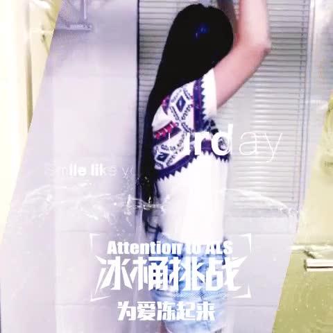 美女冰桶湿身助力慈善视频合集
