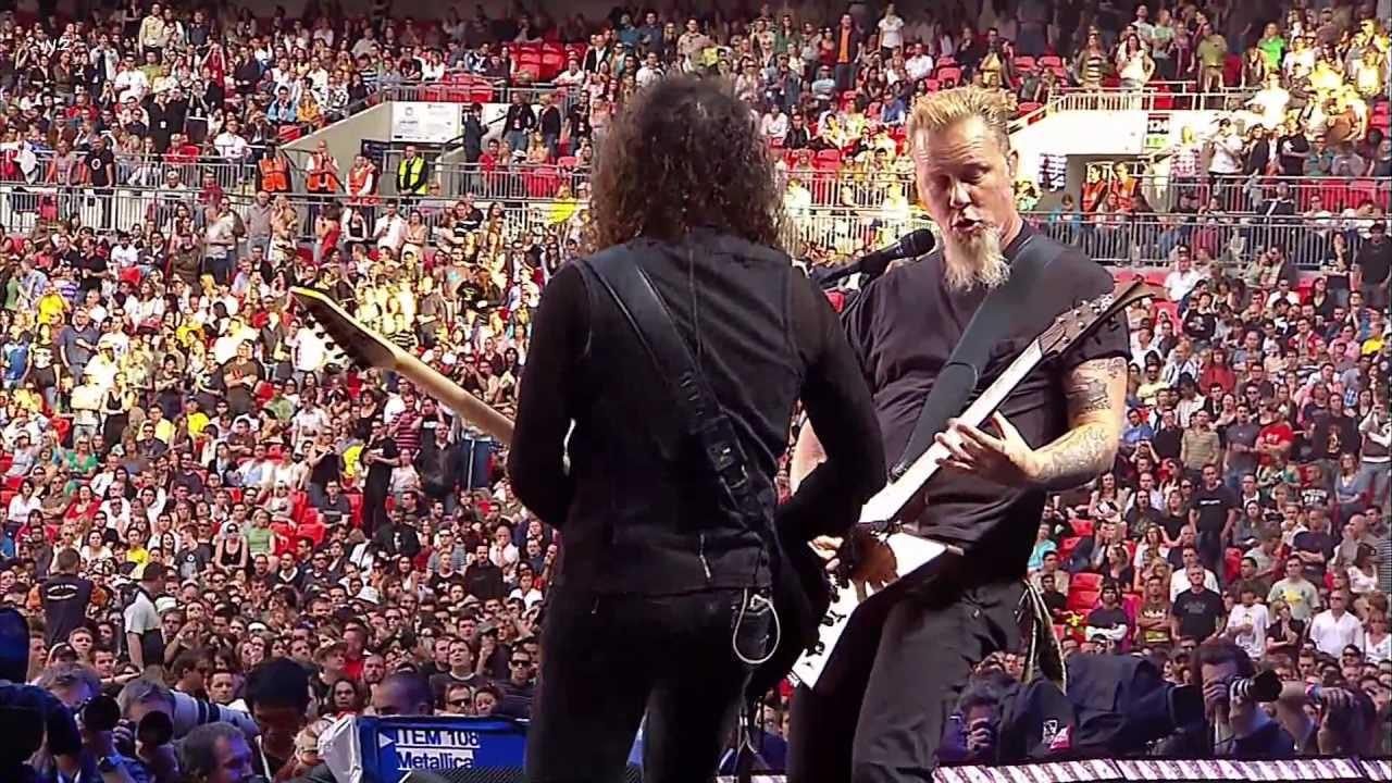 摇滚演唱会 摇滚演唱会 【重金属柔情演唱 Metallica - Nothing else Matters 2007】Metallica 极具天赋的贝斯手Cliff Burton 技艺非凡,是乐队的核心人物。1986年他在车祸中丧生,nothing else matters就是为纪念他而作1991年发行。