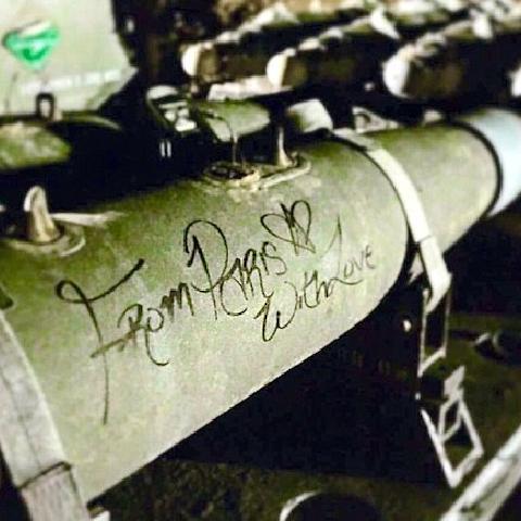 """资讯 来自巴黎的""""问候"""" 法军公布轰炸极端组织视频 微博@爷爱怀旧 资讯"""