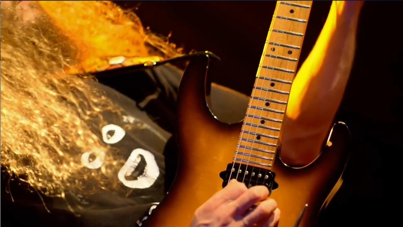 【音乐】 世界吉他手 超能吉他王玩融合乐 鼓手也非常厉害 满分