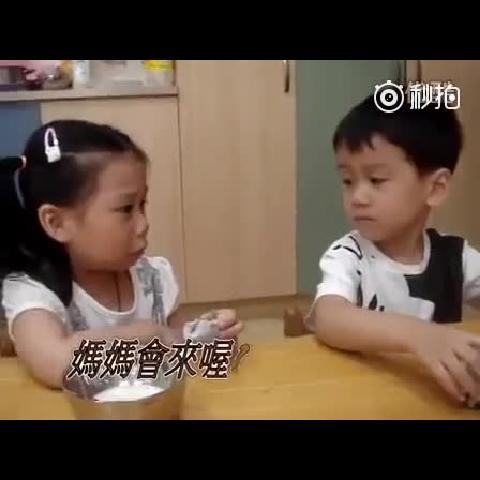 【幼儿园孩子的一段对话】小萝莉初次上幼儿园哭着要妈妈,然后暖男出现了。。