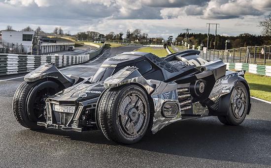 爷爱怀旧 前柯尼塞格工程师用兰博基尼V10引擎打造了一辆阿卡姆骑士款蝙蝠战车 微博@爷爱怀旧 爷爱怀旧