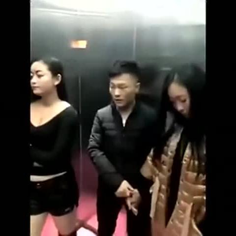 二货电梯里的艳遇,看一次笑一次!