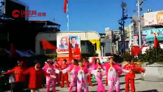 """""""中华爱国同心会""""元旦升旗后,组织大陆新娘在西门町进行表演。"""